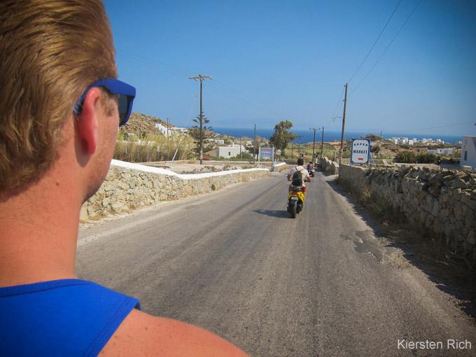 Was man in Mykonos tun sollte: Scooter fahren