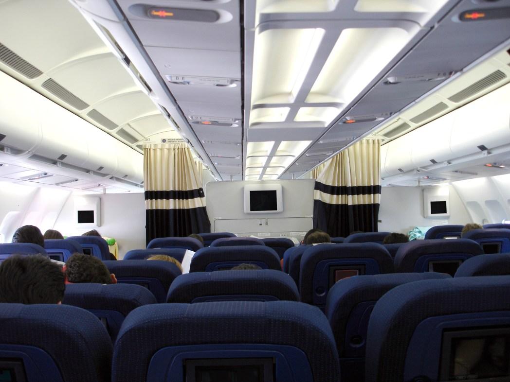 Beinfreiheit: Erste Reihe im Flugzeug gleich fußfrei