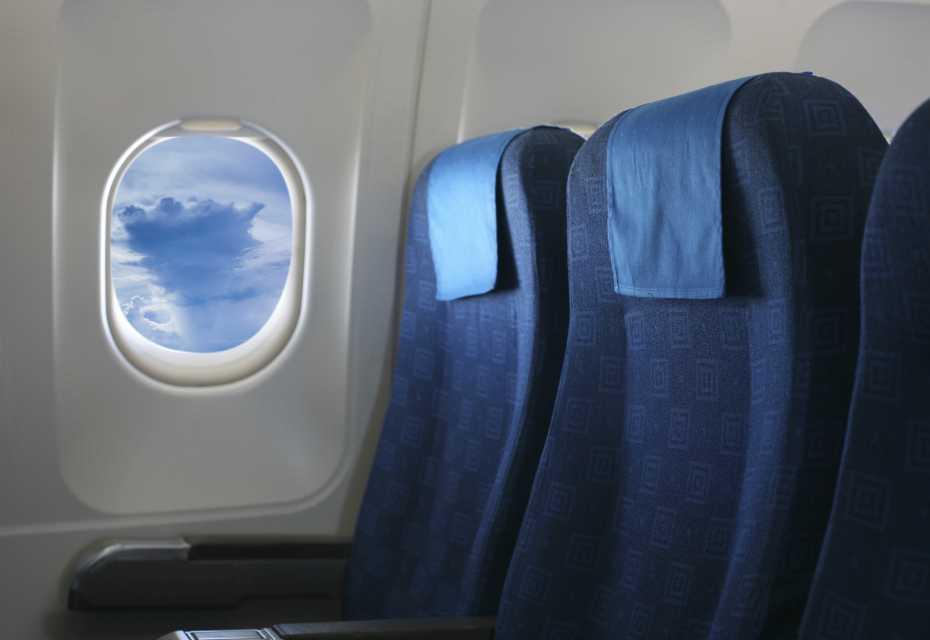 Ryanair Flugzeug Kabine und Handgepäck