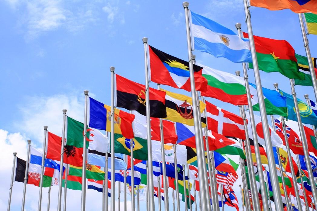 Vielzahl von Landesflaggen