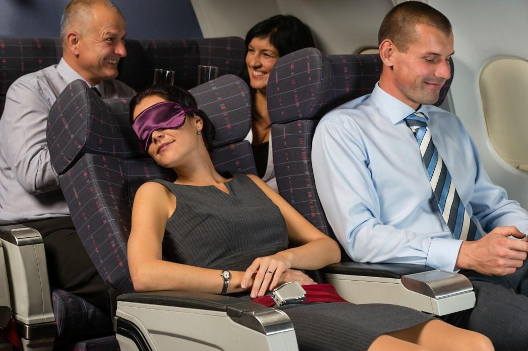Flug-Etikette: Sitze so stellen, dass es möglichst alle bequem haben
