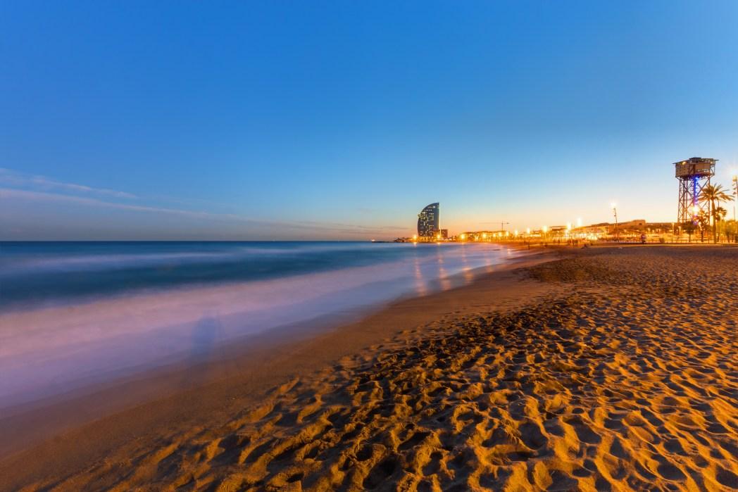 Europäische Städte am Meer mit Strand: Barcelona, Spanien