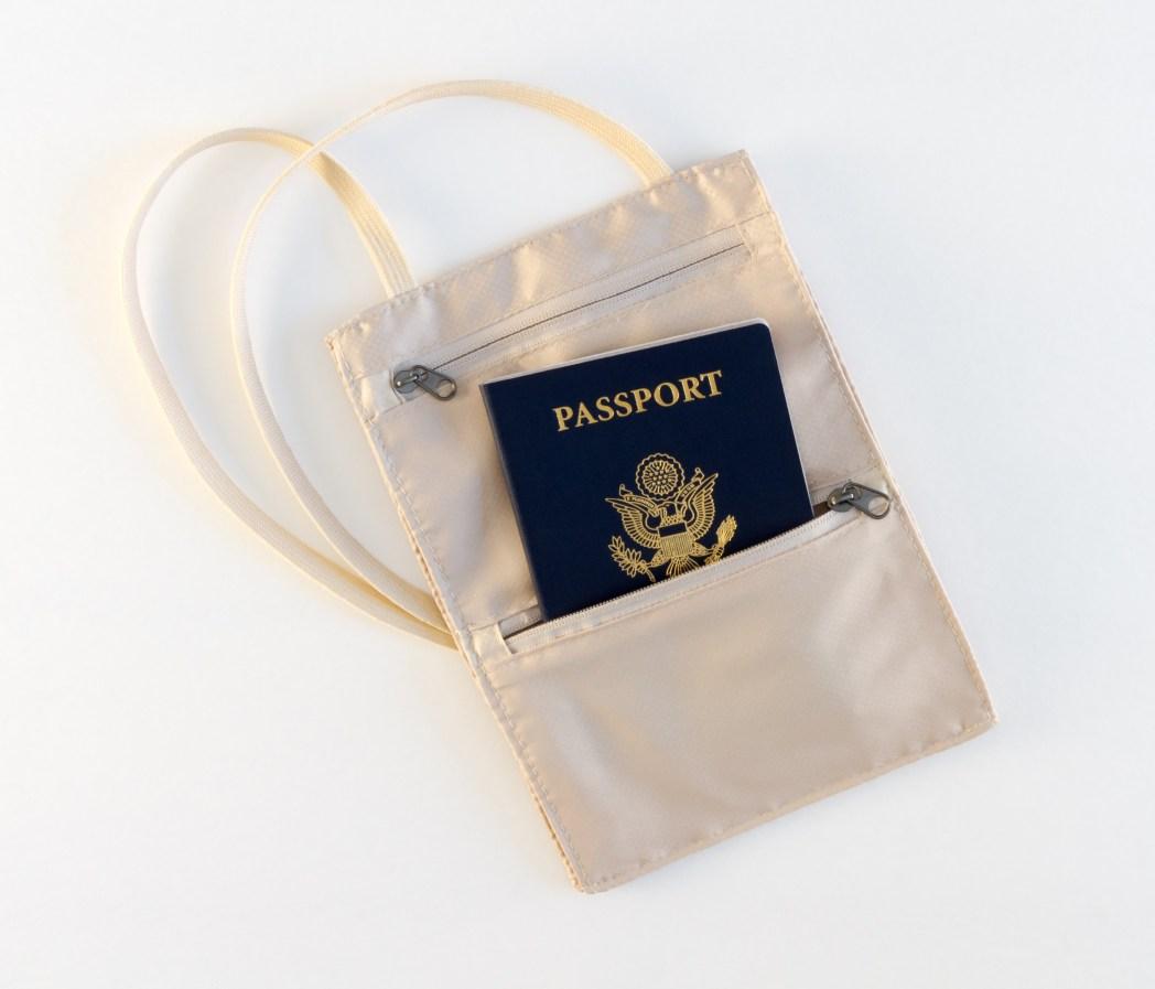 Gegen Gepäckdiebstahl absichern: Wertsachen immer im Auge behalten