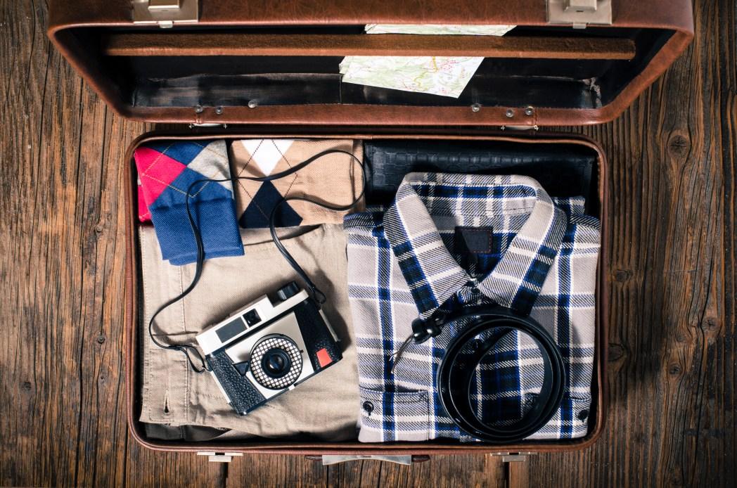 Gürtel, Hemd platzsparend in den Koffer packen