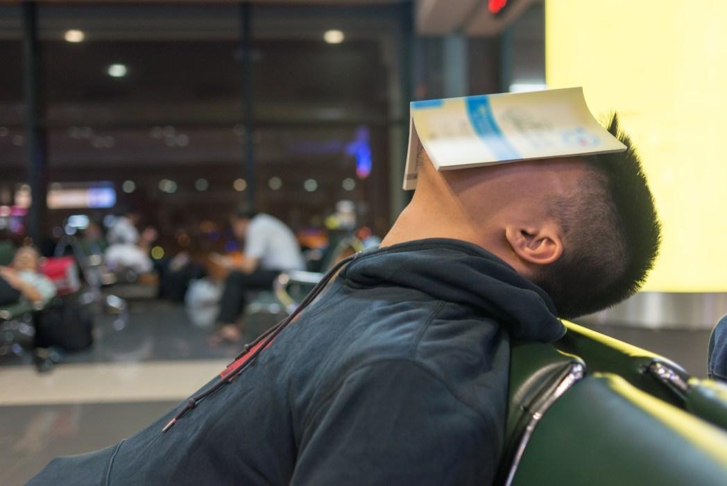 Dinge, die man niemals am Flughafen machen sollte: Schlafen am Flughafen
