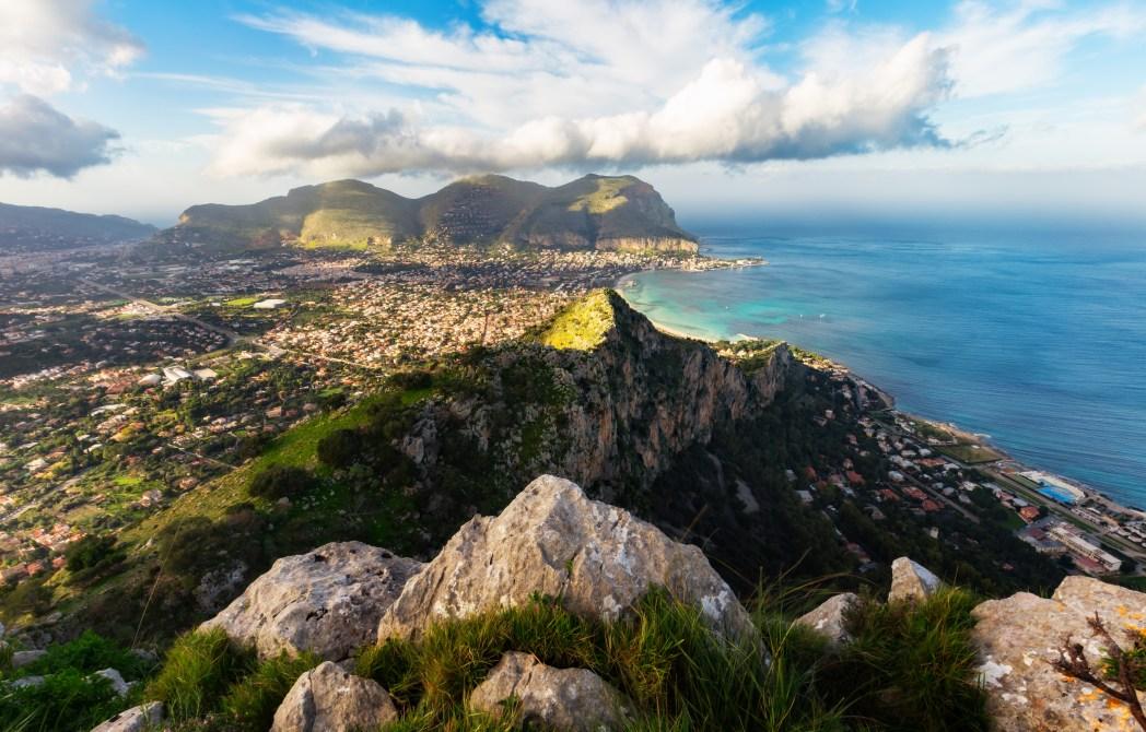 Europäische Städte am Meer mit Strand: Palermo, Italien