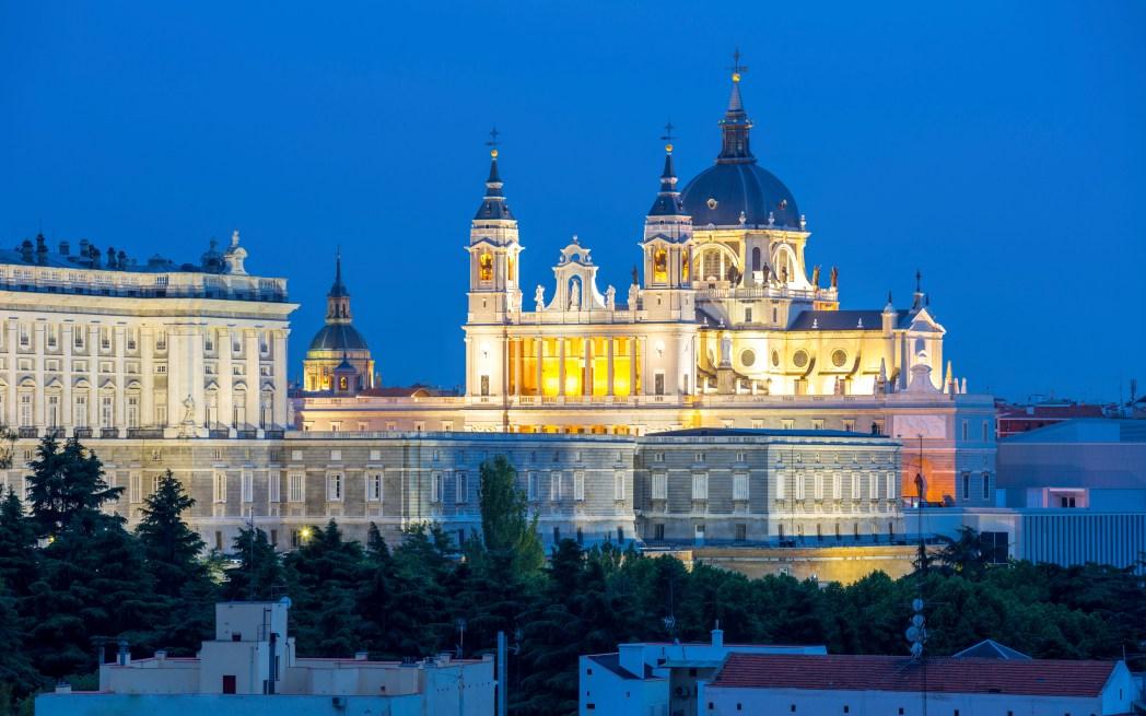 Top-Sehenswürdigkeiten in Madrid: Die Catedral de Santa María la Real de la Almudena