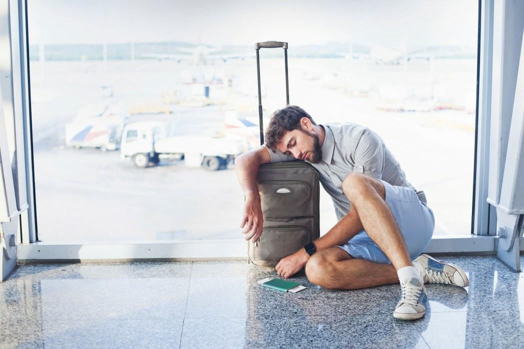 Gegen Gepäckdiebstahl absichern: Taschen immer bei euch haben