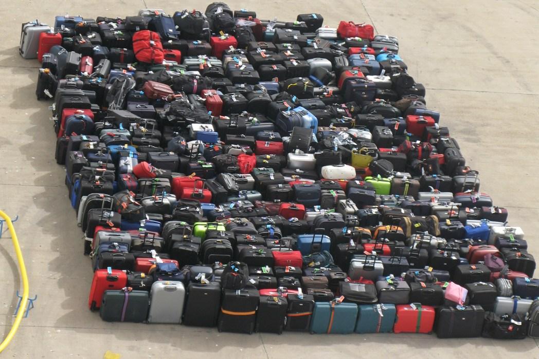 Viele Koffer am Flughafen