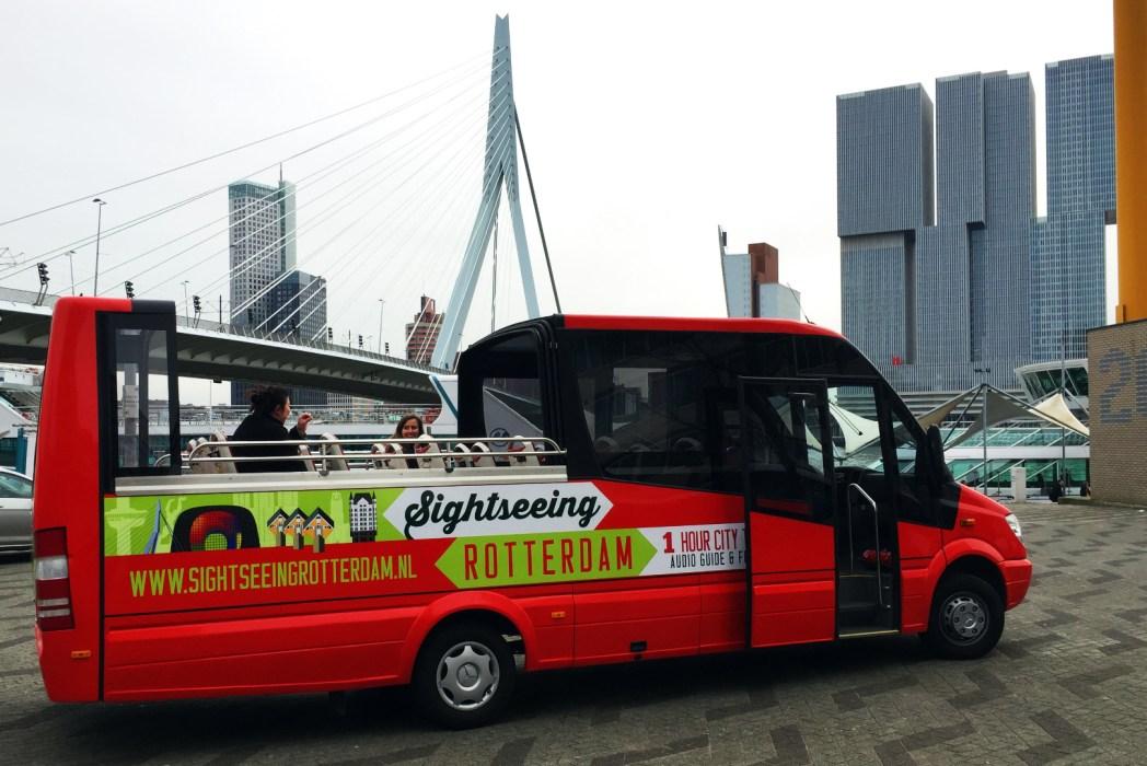 Im Bus vorbei an den Sehenswürdigkeiten Rotterdams