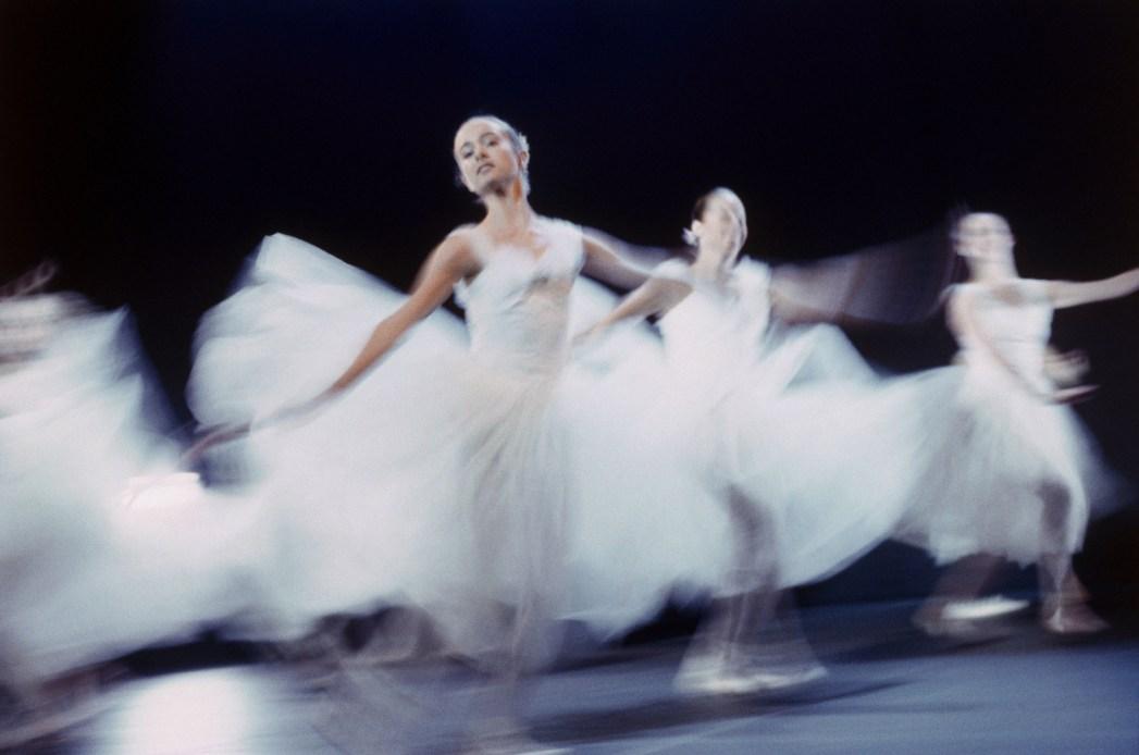 Ballerinas in Action auf der Bühne.